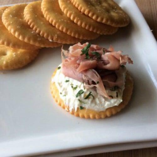 roast-beef-horseradish-dijon-cream-cheese-crackers