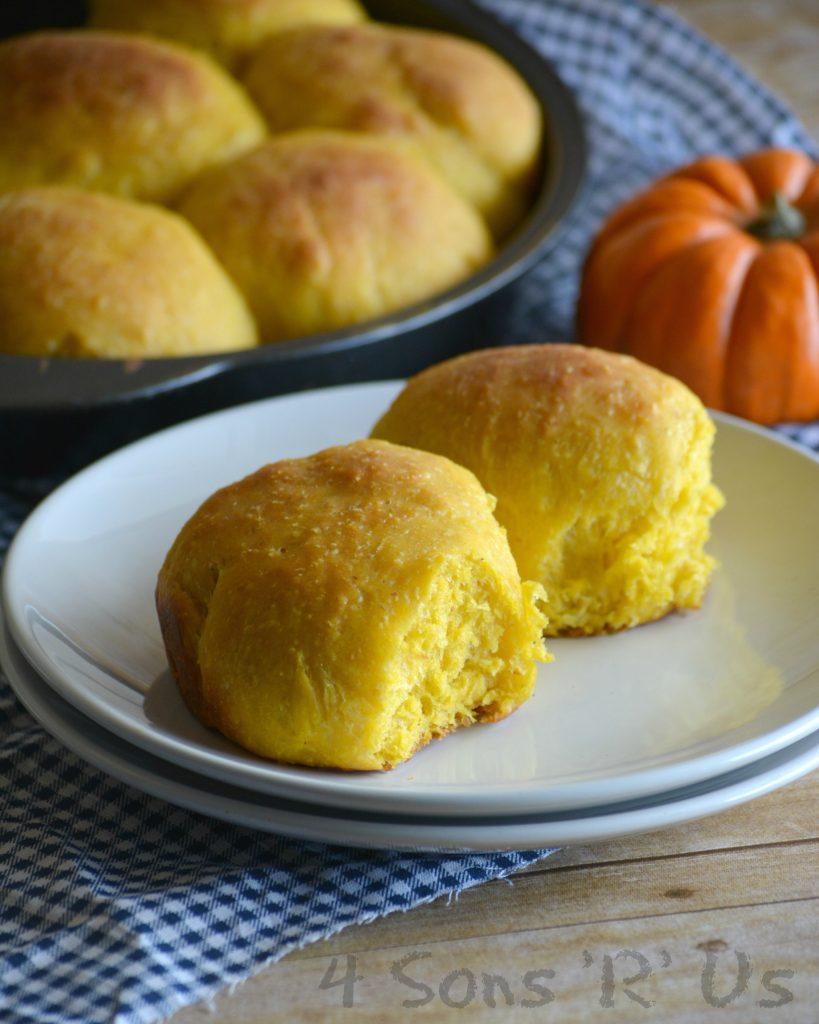 pumpkin-olive-oil-pull-apart-rolls-2