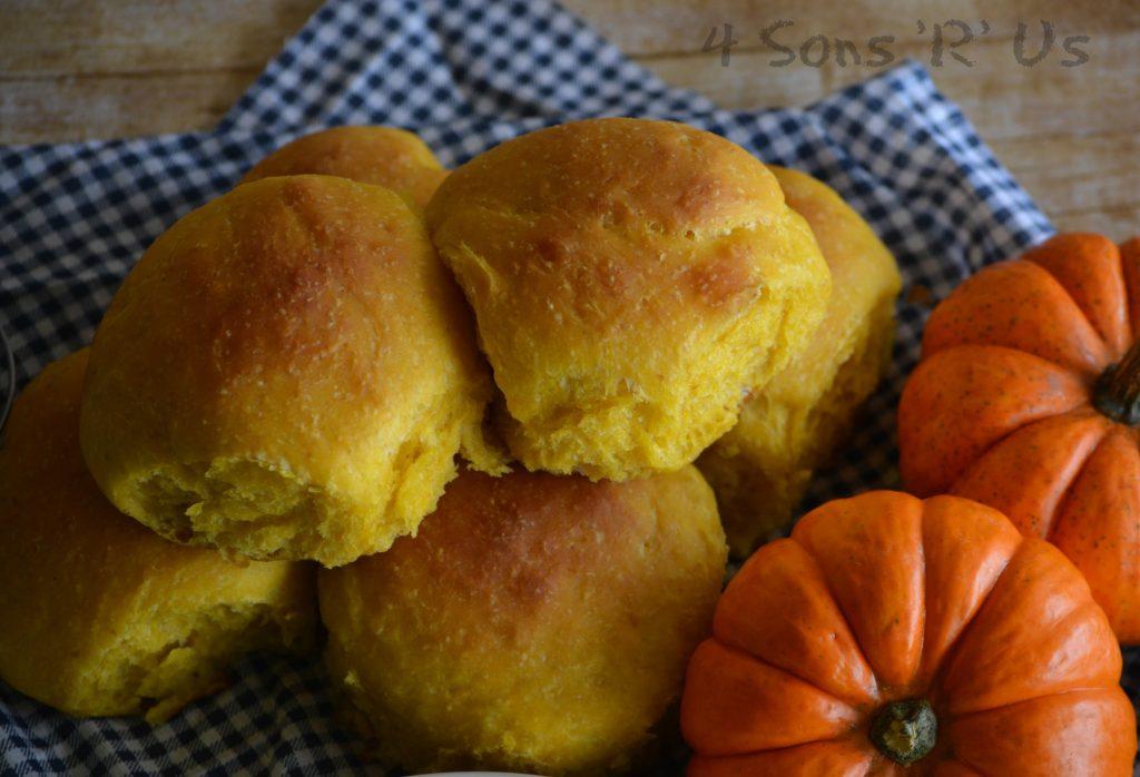 pumpkin-olive-oil-pull-apart-rolls-3