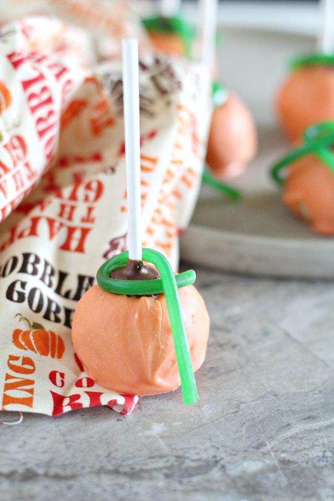 Pumpkin Cake Pops #HalloweenTreatsWeek