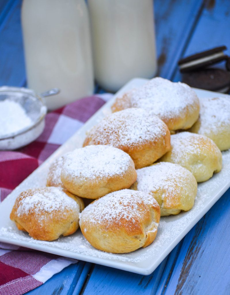 air fryer fried oreos sprinkled with powdered sugar and serve on a white platter
