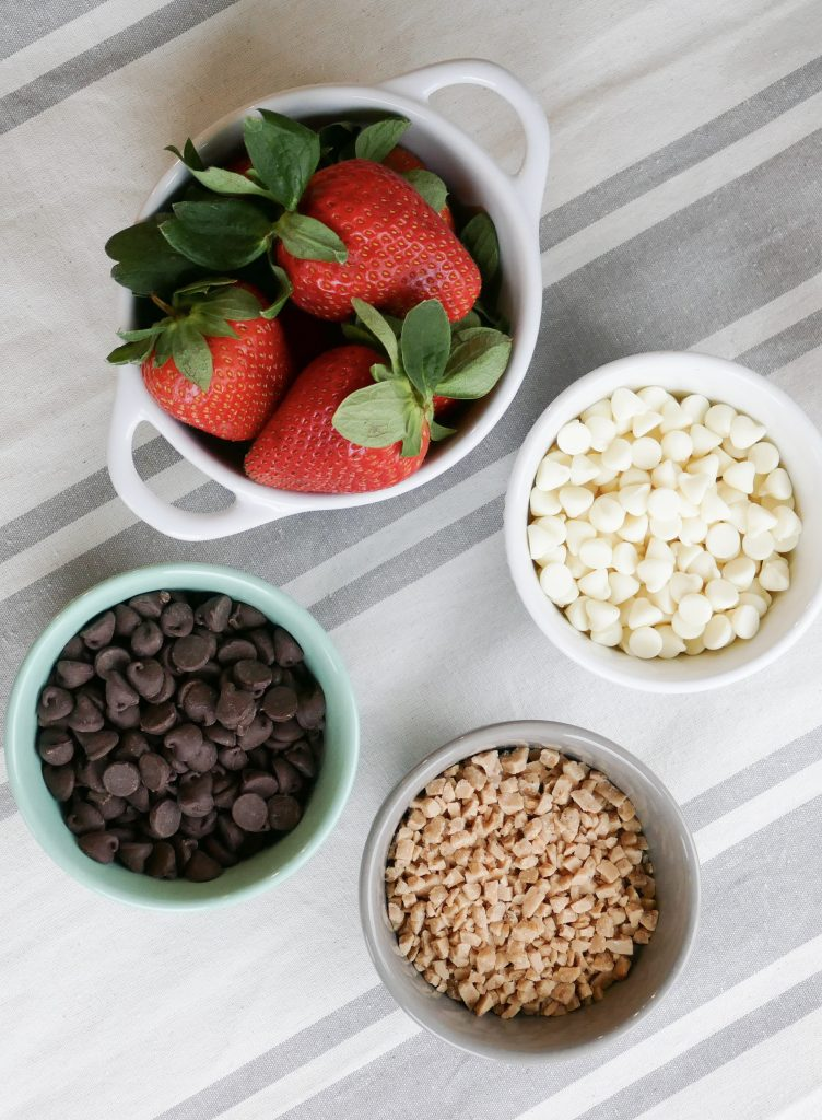 the ingredients for chocolate covered strawberries shown together